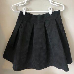 Black express fluffy skirt